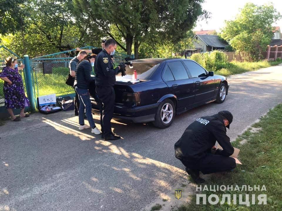Неподалік Львова на таксиста напали з ножем: чоловік потрапив у реанімацію – фото