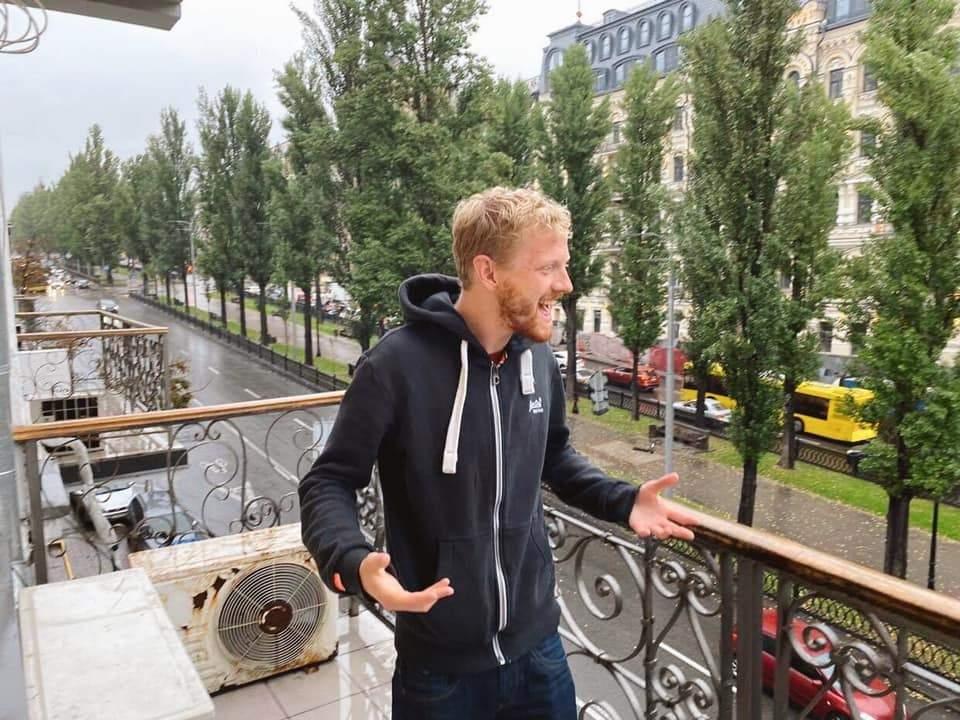 Кліп про Київ знімуть для проєкту Звуки й голоси європейських столиць, Артур Генрі Бітс
