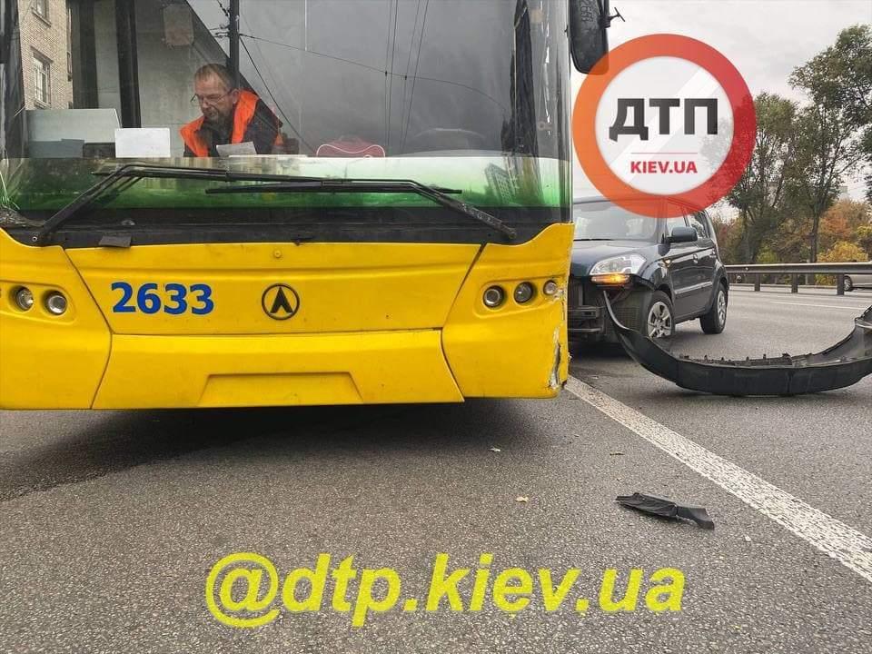 ДТП на проспекті Перемоги у Києві