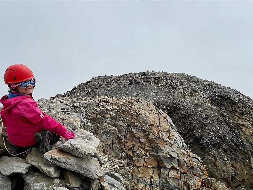 5-річна альпіністка на вершині