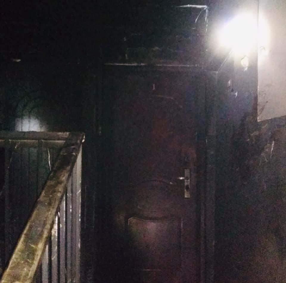 У Львові в під'їзді будинку трапилась пожежа: з квартир евакуювали 8 людей – фото
