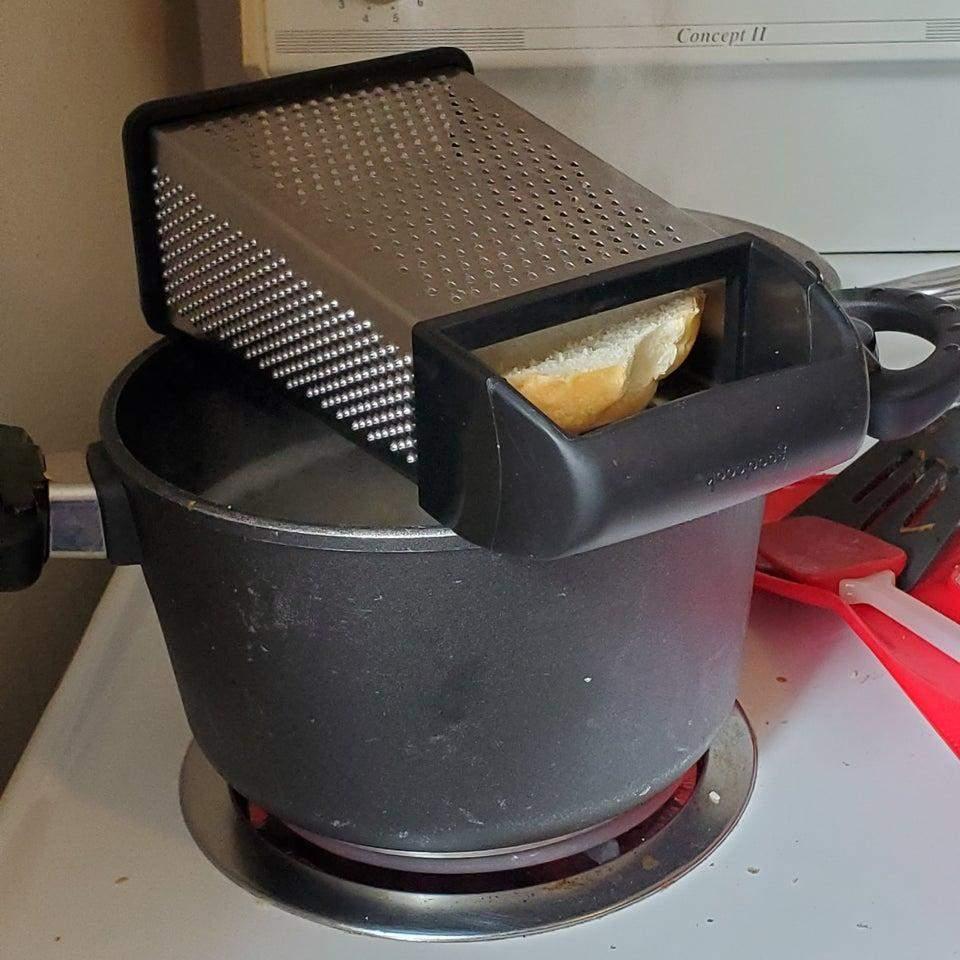 Тертка допомагає швидше розморозити продукти