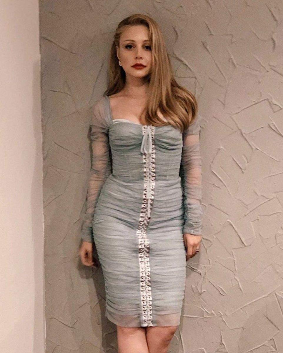Скільки коштують розкішні сукні співачки