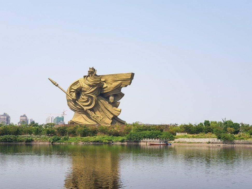 У Китаї за 24 мільйони доларів перенесуть гігантську статую