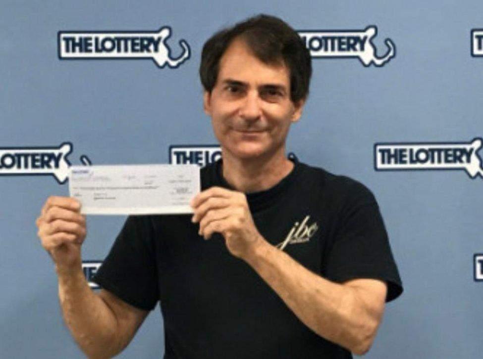 Рішення, прийняте в останній момент, допомогло чоловікові виграти в лотерею 1 мільйон доларів