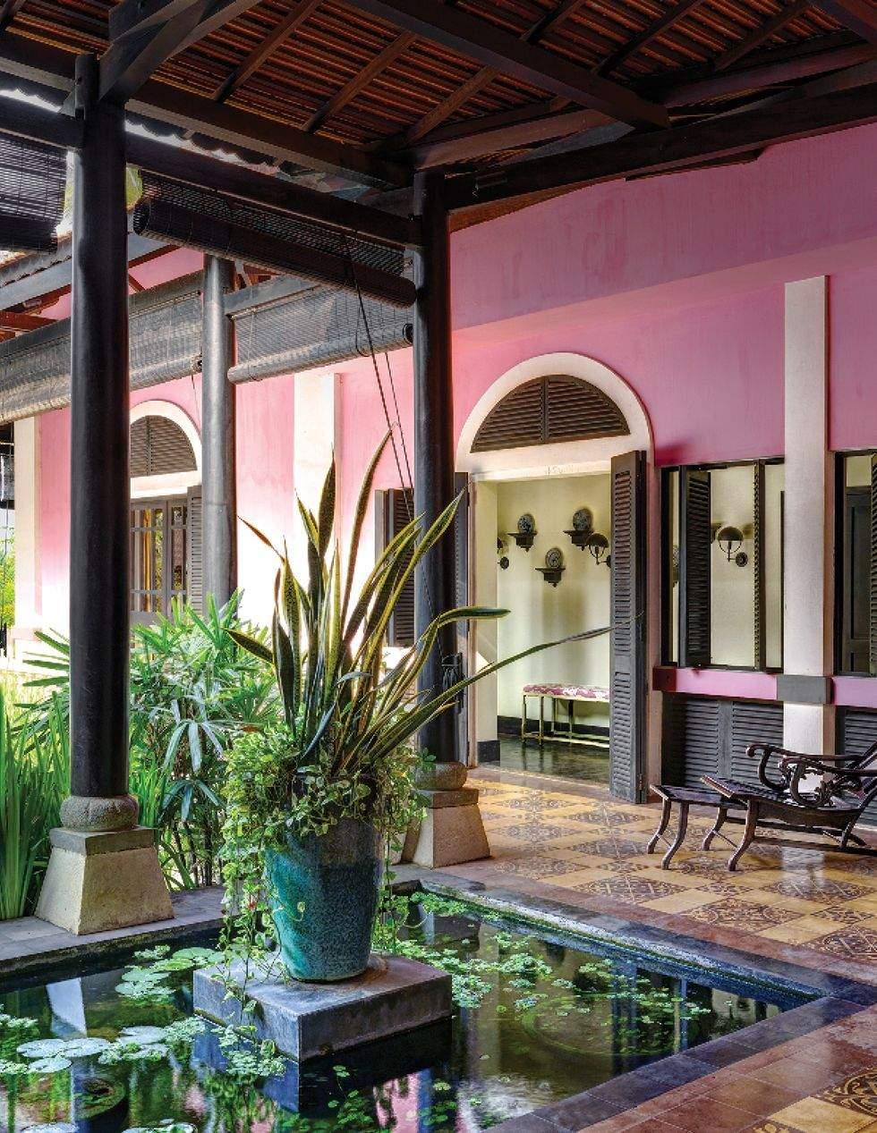 Яскраво-рожевий дім