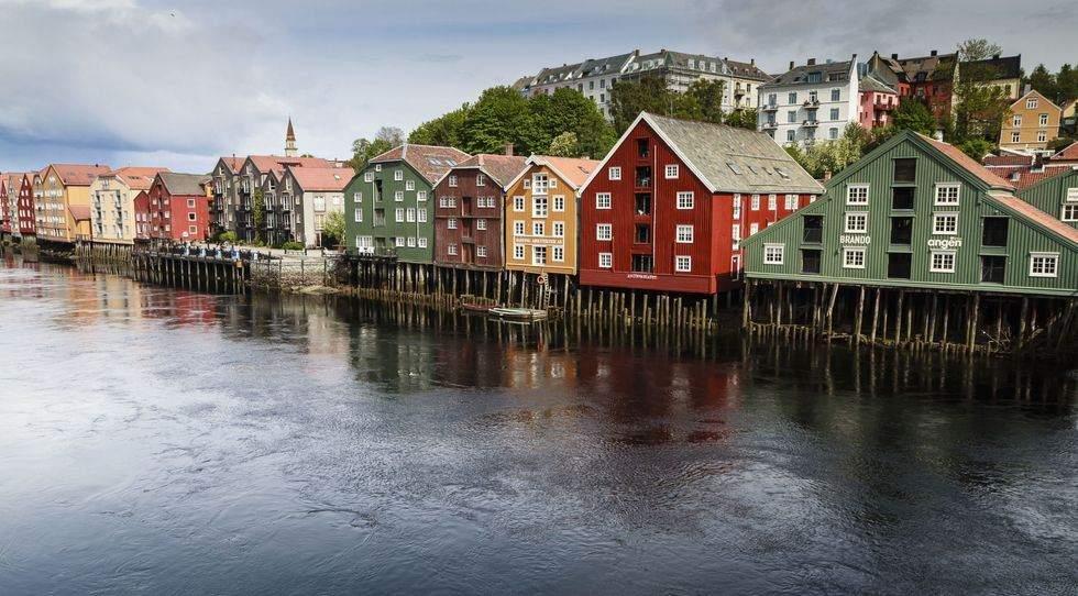 Будинки на Нідельві, Норвегія