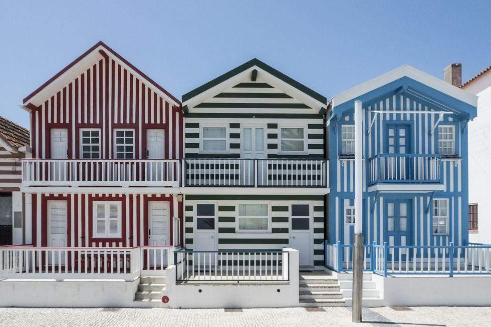 Смугасті будинки в Португалії