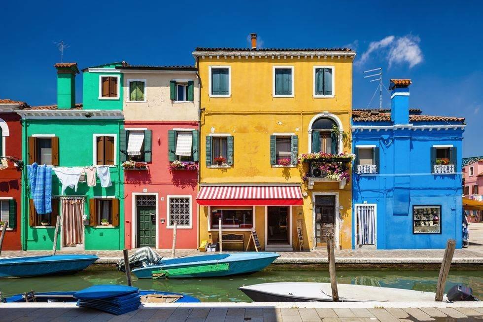 Барвистий квартал, Італія