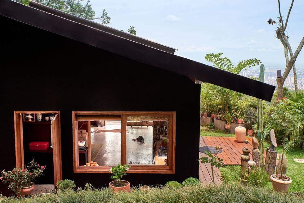 Матовий чорний будинок, Колумбія