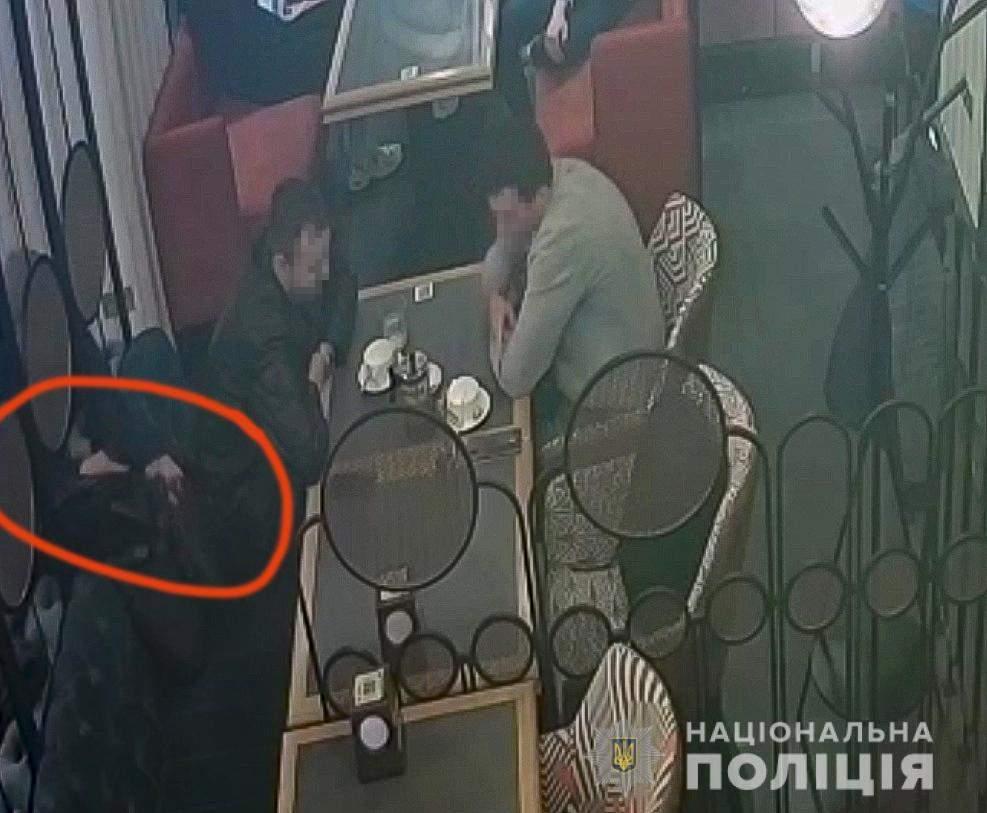 Пограбування в ресторані Києва, на Печерську іноземці вкрали гроші