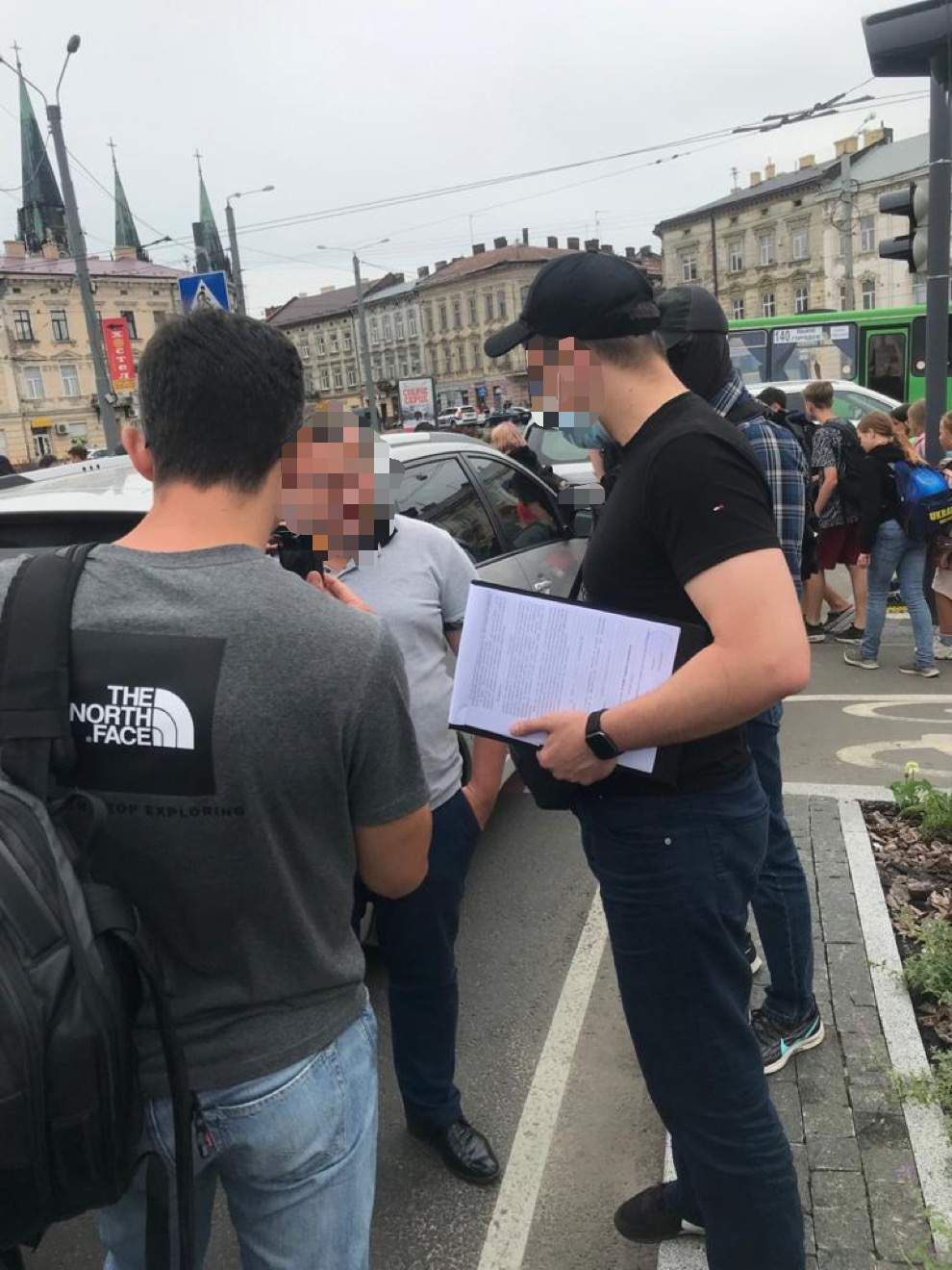 Львівського прокурора затримали на хабарі: допомагав поліцейському, що підробив протокол – фото