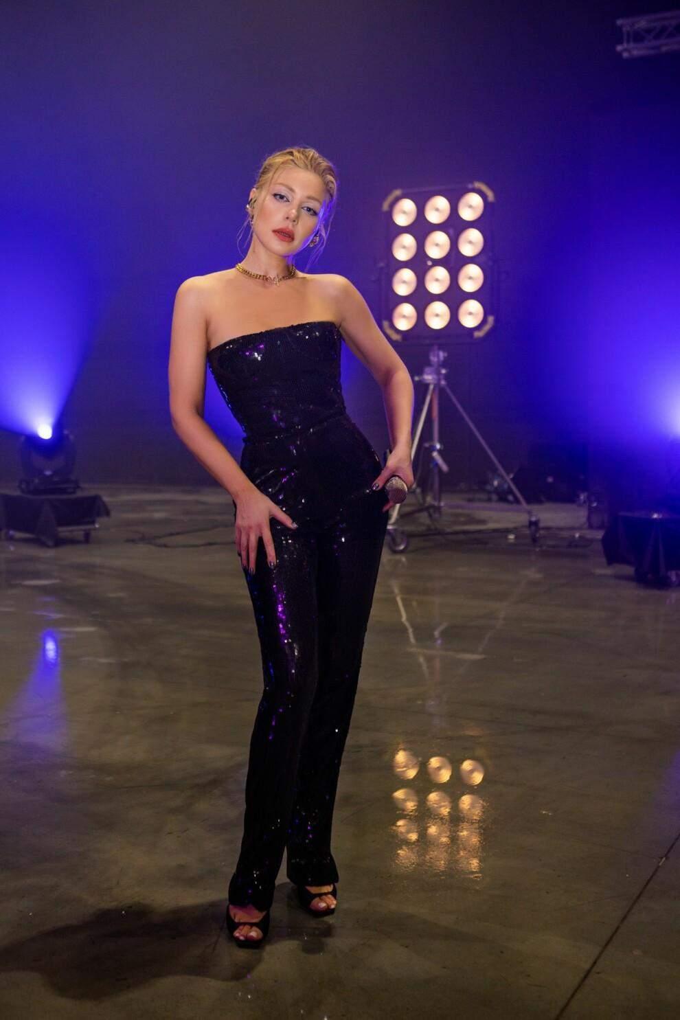 Тіна Кароль з'явилася у розкішний образах / Vogue