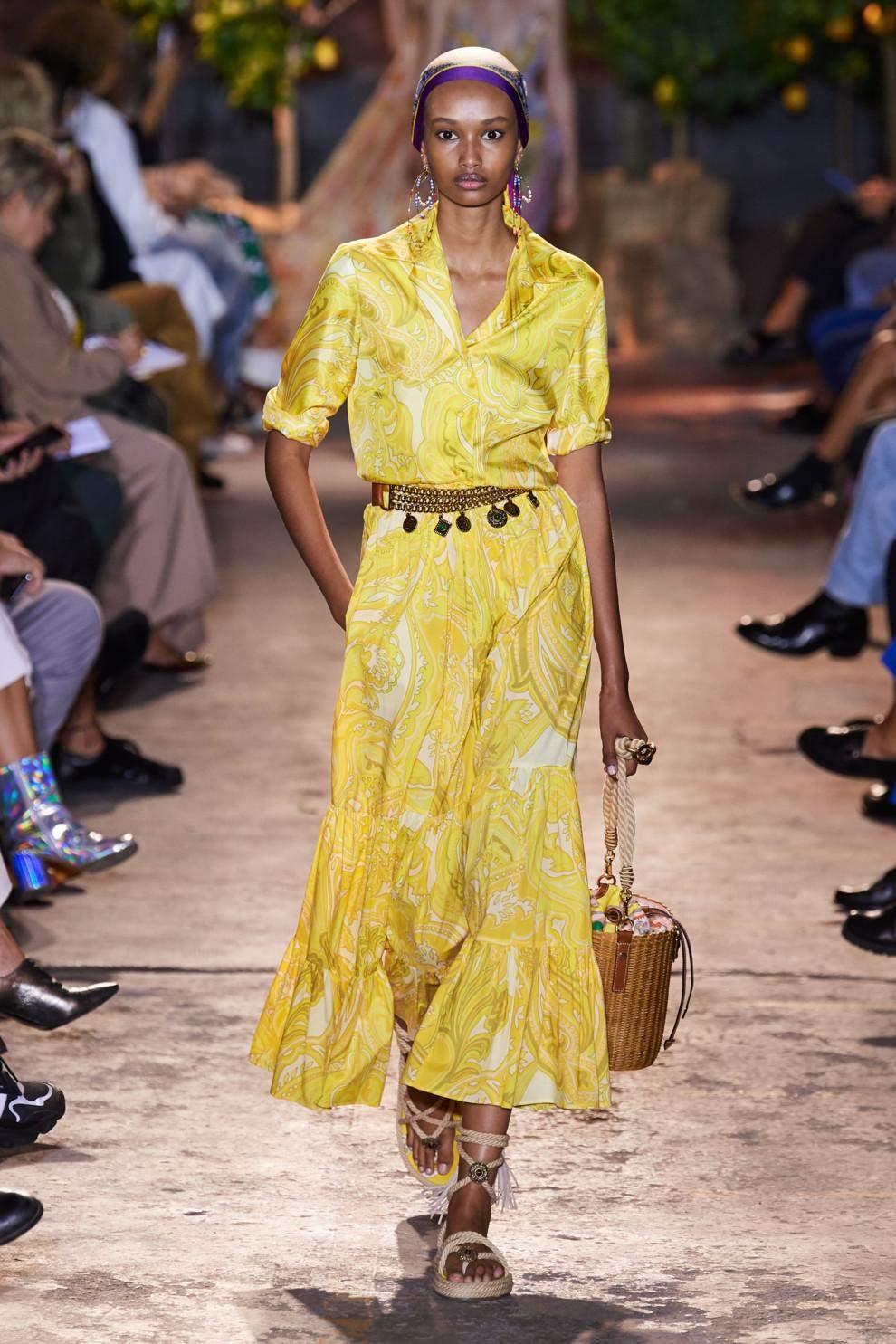 Вбрання жовтого кольору з колекції весна – літо 2021
