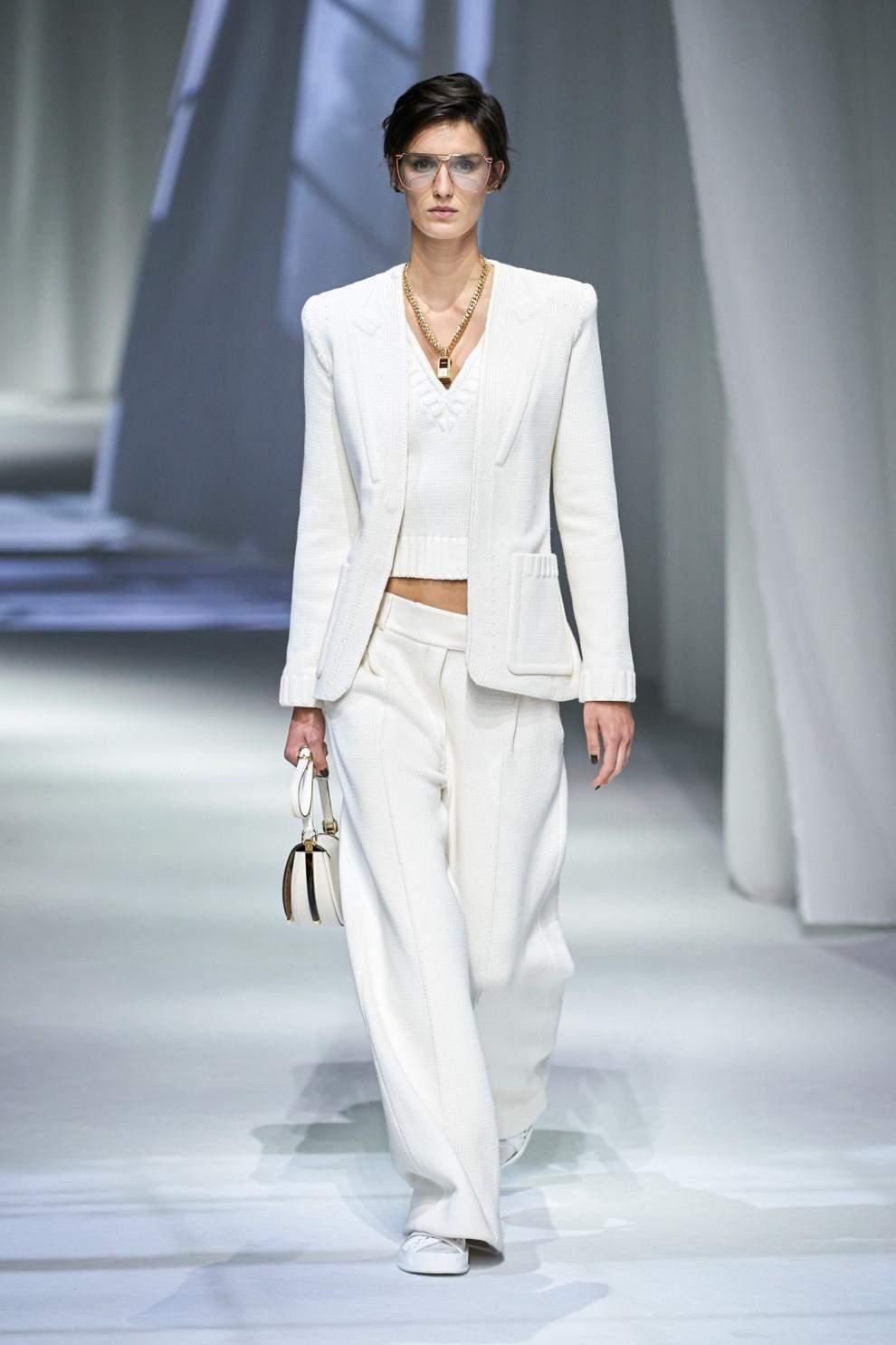 Трендові білі штани 2021