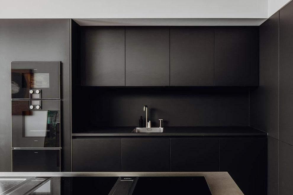 Стильна чорна кухня